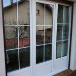 DRIA FENÊTRES_porte-fenêtre en PVC blanc avec soubassement et croisillons